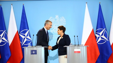 Polnische Ministerpräsidentin Beata Szydło (r.) und NATO-Generalsekretär Jens Stoltenberg (l.) am 25. August 2017
