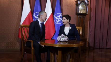 Die polnische Ministerpräsidentin Beata Szydło (r.) und NATO-Generalsekretär Jens Stoltenberg (l.) am 25. August 2017.