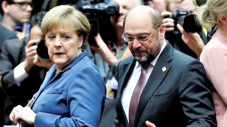 Früher ging Merkel zu Schulz nach Brüssel, jetzt will Schulz Merkel in Berlin ersetzen. Auf dem Photo: Bundeskanzlerin Angela Merkel und EU-Parlamentschef Martin Schulz in Brüssel am 19. Dezember 2013 bei EU-Gipfel.