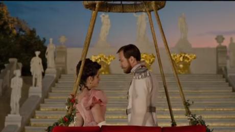Gegen Ende der Zarenzeit in Russland beginnt die Primaballerina Matilda eine Affäre mit dem letzten Zaren Nikolaus II. und führt außerdem eine Dreiecksbeziehung mit den Vettern Sergei Michailowitsch und Andrei Wladimirowitsch Romanow, die beide Großfürsten des Zarenreiches sind.