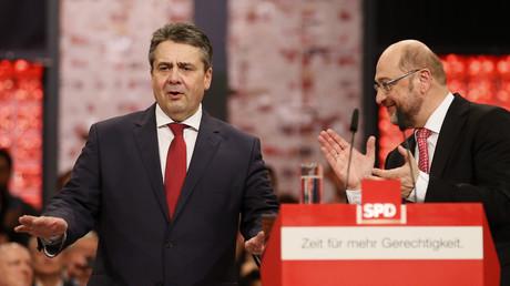 Sigmar Gabriel und Martin Schulz beim SPD-Parteitag in München, Deutschland, 19. März 2017.