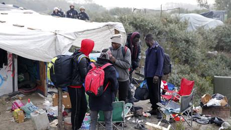 In der französischen Hafenstadt Calais kampierten tausende Flüchtlinge in Zelten und Notunterkünften, bevor das Lager Ende 2016 von der Polizei geräumt wurde.