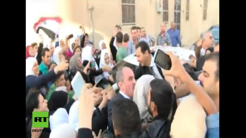Syrien: Präsident Assad erlebt Fan-Ansturm nach Moscheebesuch zum Opferfest