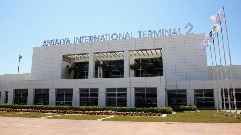Zwei Deutsche am Flughafen der Touristenhochburg Antalya festgenommen
