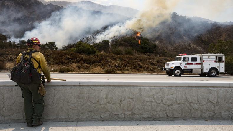 Buschfeuer bei Los Angeles verkohlt 20 Quadratkilometer