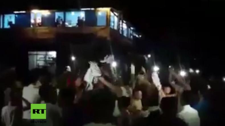 Deir ez-Zor kurz vor der Befreiung: Menschen strömen auf die Straßen, um Regierungstruppen zu feiern