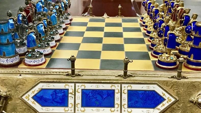 USA geben gestohlenes Schachbrett von Saddam Hussein zurück [FOTOS]