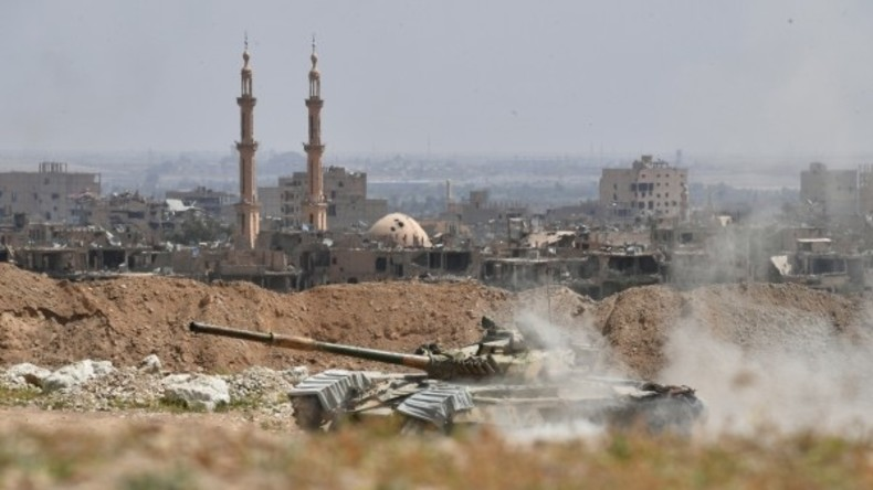 """Syrische Armee bricht Einkesselung von Deir ez-Zor: """"Islamischer Staat"""" verliert letzte große Stadt"""