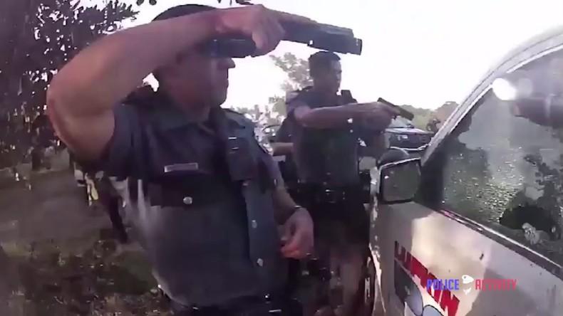 USA: Frau wird verhaftet, befreit sich, stiehlt Streifenwagen und liefert sich Verfolgungsjagd VIDEO