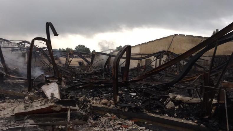 Großbrand in Löhne zerstört Lagerhalle mit Betten und Matratzen