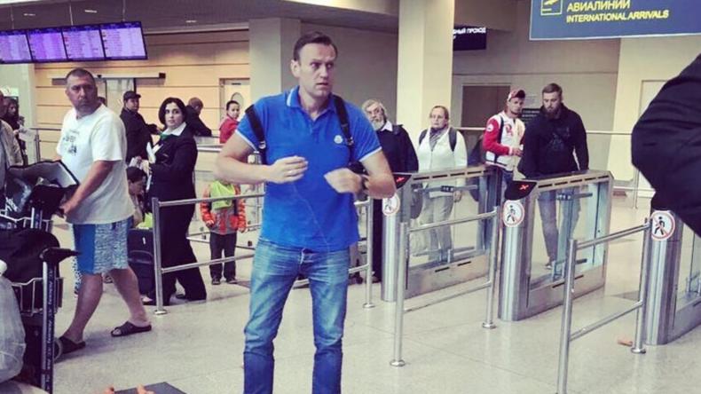 """Russlands selbsternannter """"Kämpfer gegen Korruption"""" Nawalny mit Bockwürsten angegriffen"""