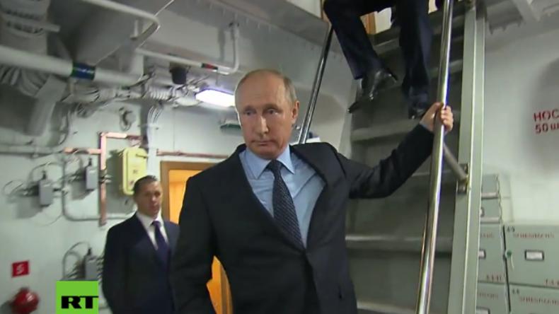Putin begutachtet jüngste, modernste Lenkwaffen-Korvette der russischen Marine