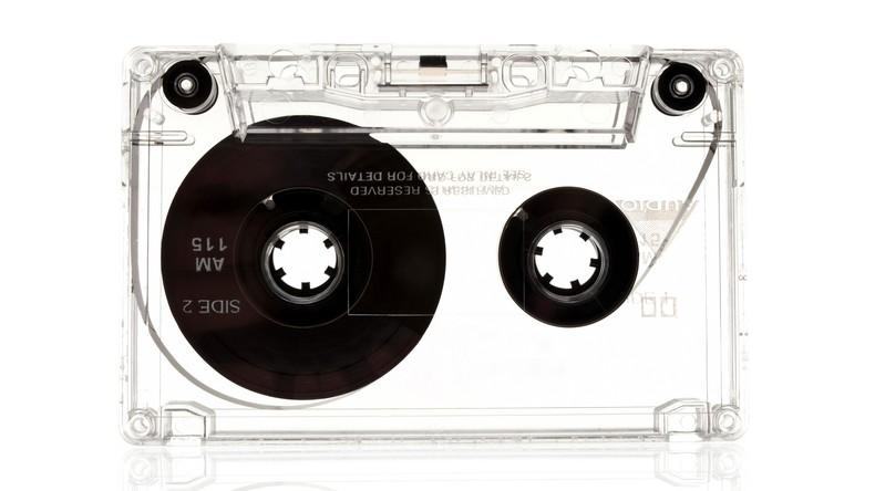 Wo ist Kopfhöreranschluss? Britische Kinder sehen Audiokassette zum ersten Mal [VIDEO]