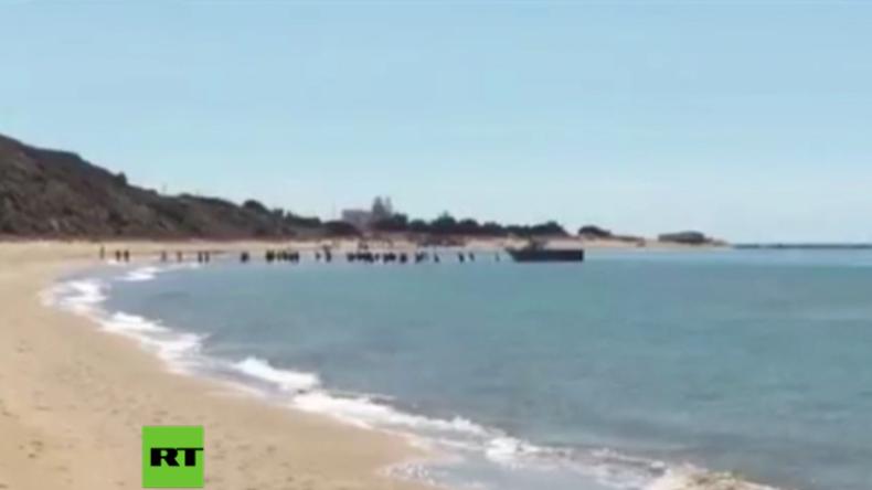 Sizilien: Not im Paradies – Boot mit Flüchtlingen und Migranten strandet zwischen Badegästen