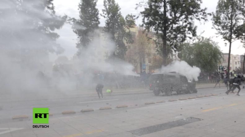 """""""Schlachtfeld"""" Santiago: Studenten kämpfen mit der Polizei in Chile"""