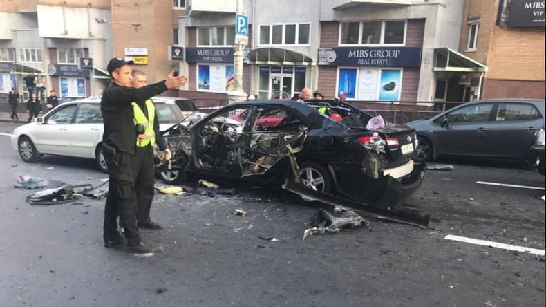 Auto explodiert im Zentrum von Kiew: Fahrer tot (VIDEO)