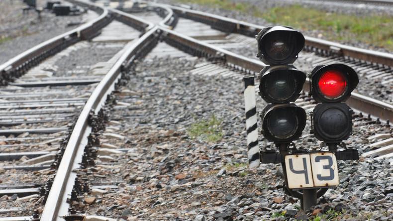Lastwagen rammt Zug in Russland – 17 Verletzte [VIDEO]