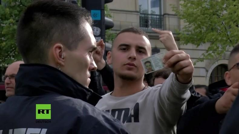 Berlin: Nationalisten-Aufmarsch von Gegendemonstranten verspottet
