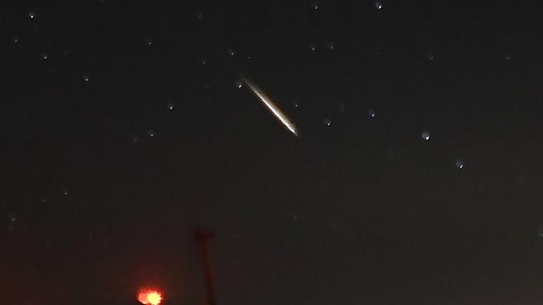 Feuerball am Himmel über Sankt Petersburg [VIDEO]