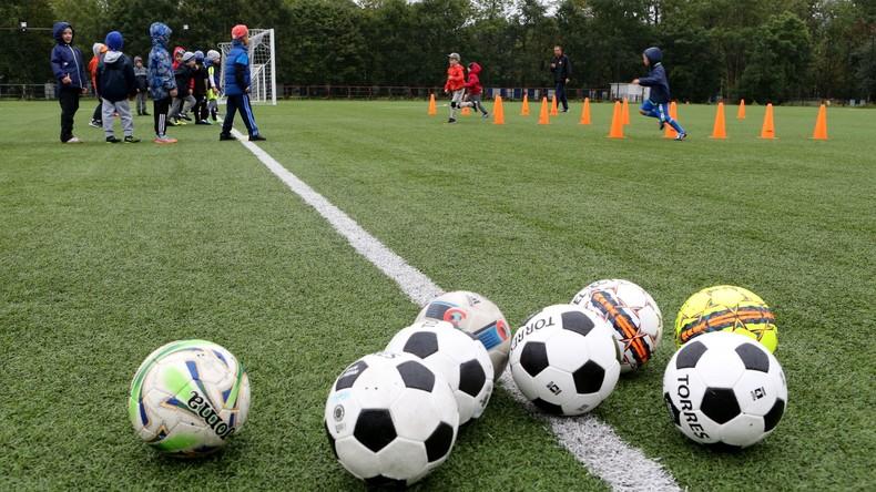 Hunderte russische Schüler lernen vor WM Deutsch durch Fußball