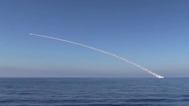 Zwei russische U-Boote attackieren IS-Stellungen in Syrien