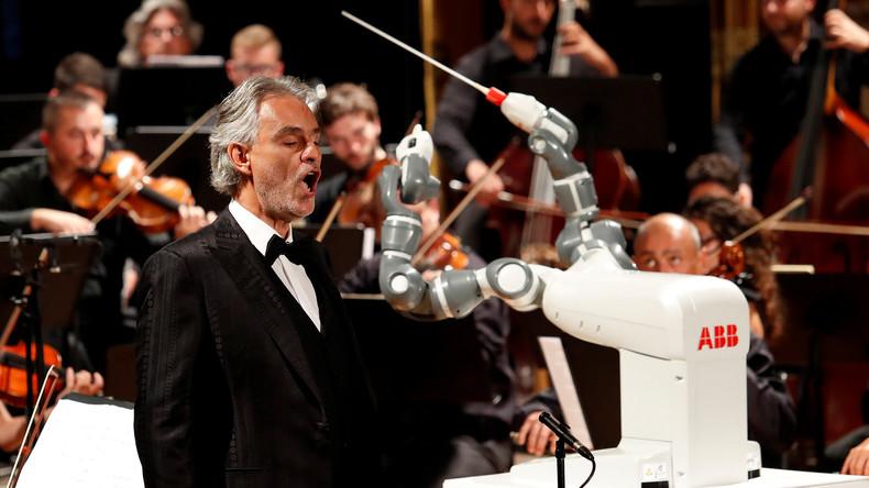 Mit eiserner Hand: Italienisches Orchester tritt unter Leitung von Roboter auf [VIDEO]