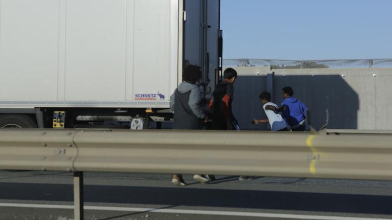 Brandenburg: Polizei stoppt Schleuser-Lastwagen mit 51 Menschen