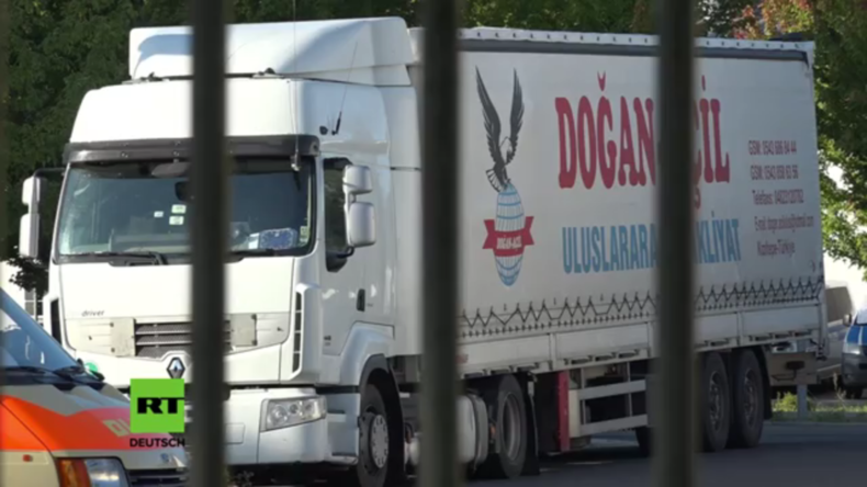 Deutschland: Die Polizei stoppt in Berlin LKW mit 51 Migranten an Bord
