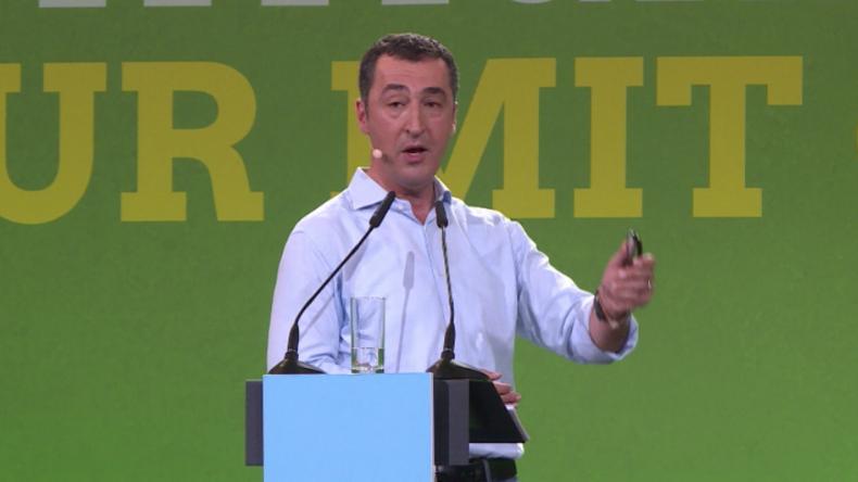 Grünen-Özdemir bezeichnet Putin als Diktator und wirft RT Fake News vor
