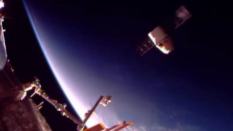 Privater Raumfrachter Dragon von Weltraumstation ISS zurückgekehrt [VIDEO]
