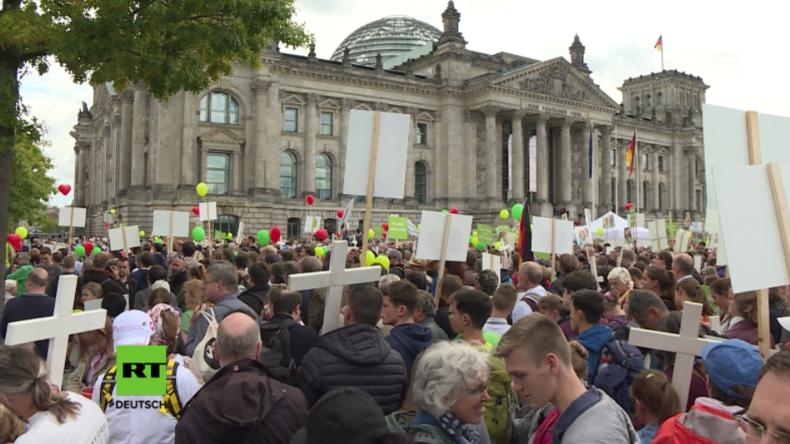 Tausende demonstrieren in Berlin: Zusammenstöße zwischen Abtreibungsgegnern und -befürwortern