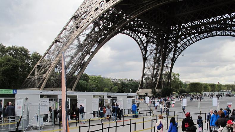 Mehr Schutz für Touristen: Paris baut millionenschwere Glasmauer am Eiffelturm