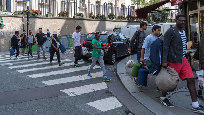 Sicherheitskräfte räumen Flüchtlingslager in Nordfrankreich