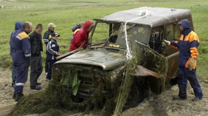 Taucher bergen 92 Autos und ein Flugzeug vom Grund des Baikalsees