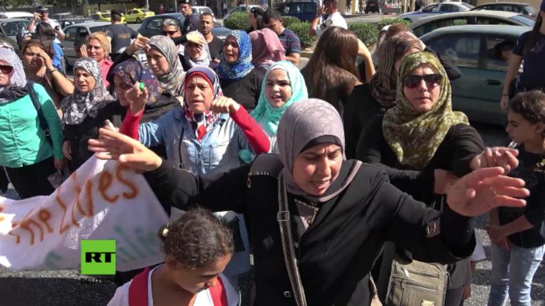 """Athen: """"Mama Merkel, open the door"""" - Flüchtlinge protestieren für Familiennachzug nach Deutschland"""