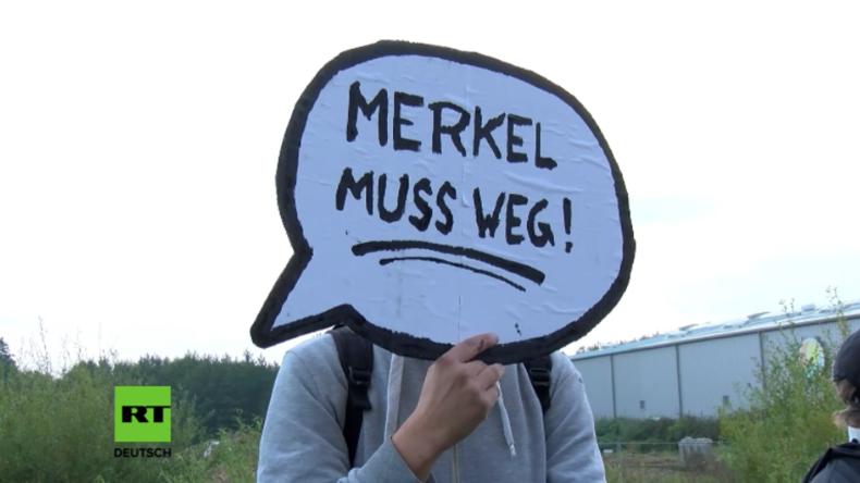"""""""Nicht besonders kreativ"""" - Merkel kommentiert erneute Proteste bei Wahlkampfauftritt in Schwerin"""