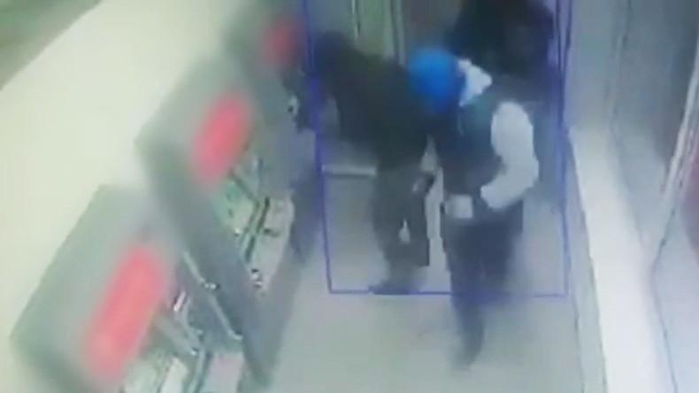 40 Millionen Rubel weggerollt: Diebe sprengen drei Geldautomaten in Moskau und entkommen [VIDEO]