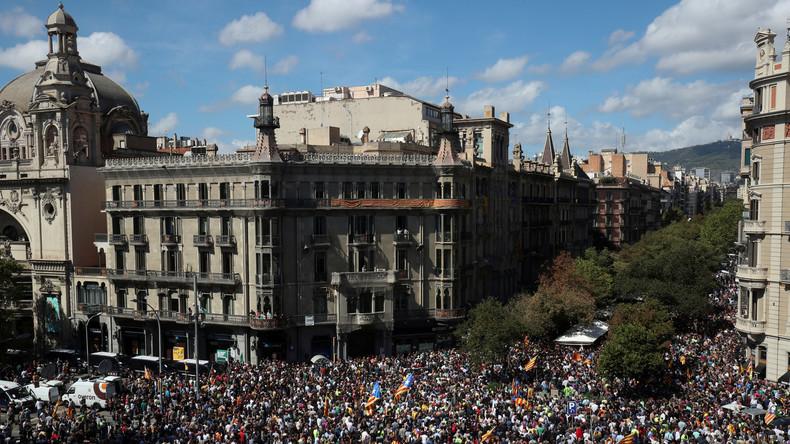 Nach Festnahmen von katalanischen Politikern: Tausende protestieren in Barcelona [Live & Videos]