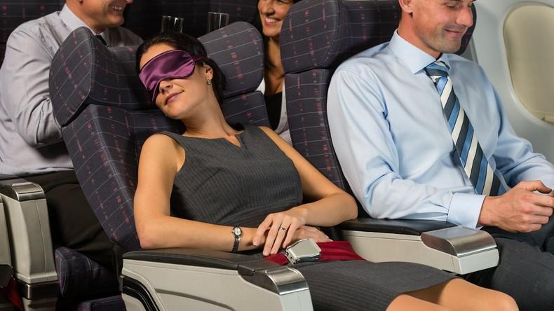 Bleiben Sie lieber wach: Schlafen im Flugzeug kann gefährlich sein