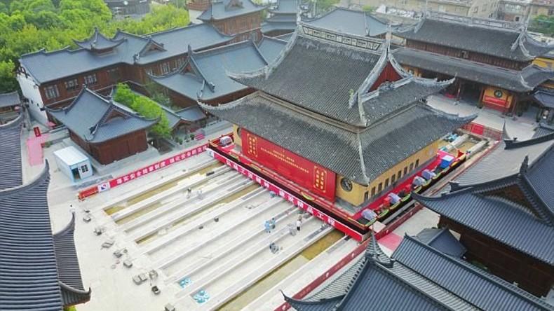 Historischer Umzug: 2.000 Tonnen schwerer buddhistischer Tempel um 30 Meter verschoben [VIDEO]