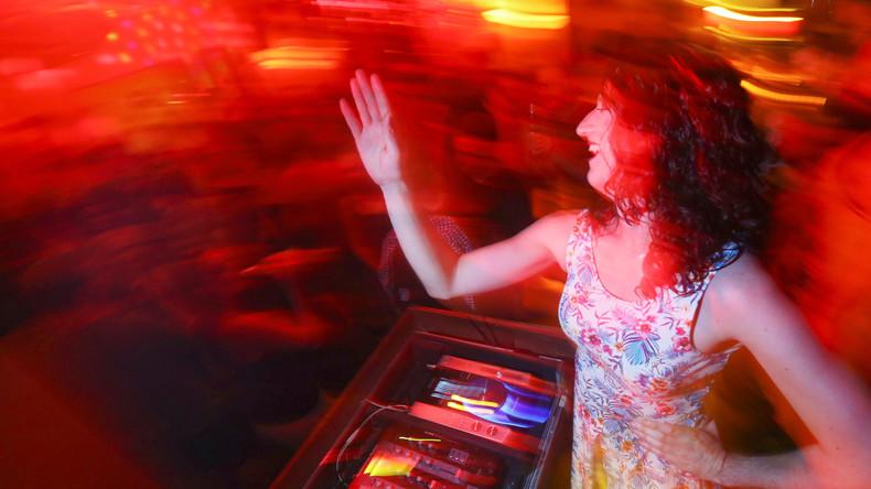 Knast statt Hausparty: Zu laute Musik bringt drei Deutsche hinter Gitter