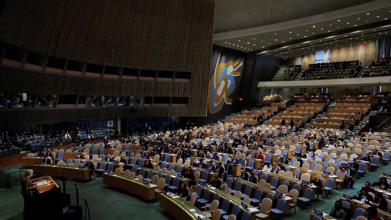 Theresa May spricht vor der UN und kaum jemand ist anwesend