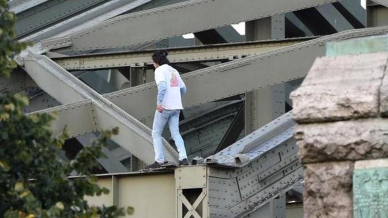 Abgelehnter Asylbewerber klettert auf Brücke in Köln – Fahrplan von fast 250 Zügen gestört