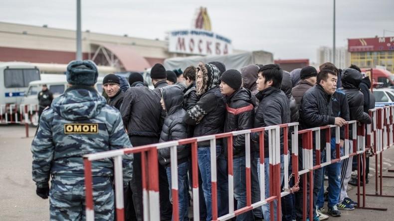 Polizei verhindert Massenschlägerei vor Moskauer Einkaufszentrum – über 90 Festnahmen