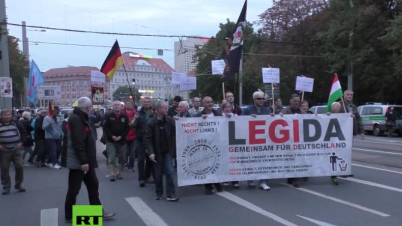 Legida marschiert wieder: Zusammenstöße zwischen Gegendemonstranten und Polizisten in Leipzig