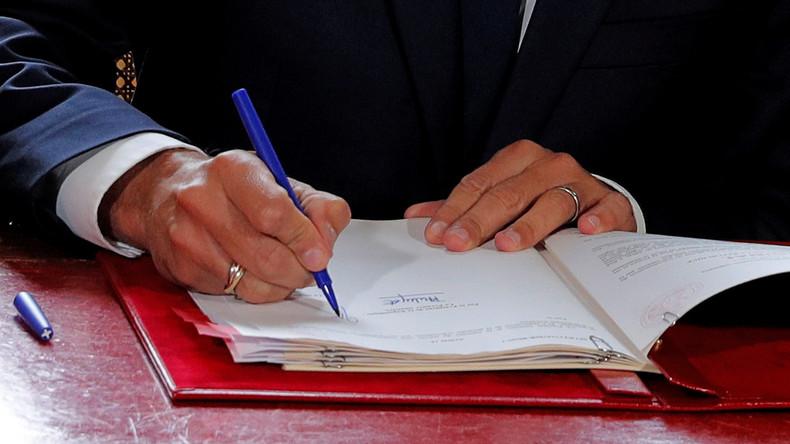 Umgestaltung des Arbeitsmarkts - Macron unterzeichnet trotz Proteste seine erste große Reform