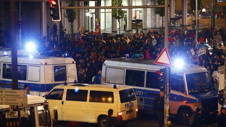 Live aus Berlin: Hunderte protestieren gegen Wahlerfolg der AfD - Großes Polizeiaufgebot vor Ort