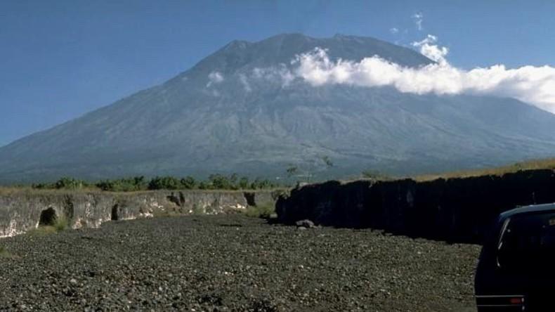 Furcht hat tausend Augen: 50.000 Menschen flüchten vor Vulkan auf Bali, der nicht ausgebrochen ist