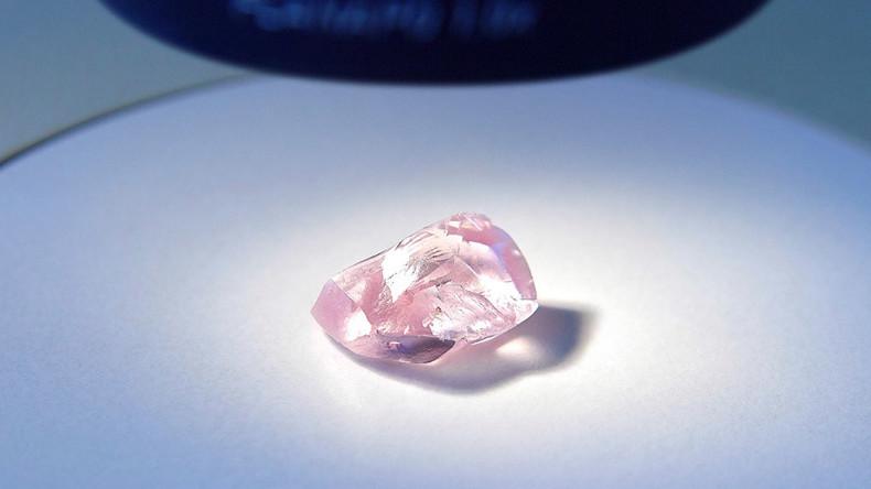 Russland: Diamantenproduzent Alrosa birgt riesigen rosa Diamanten