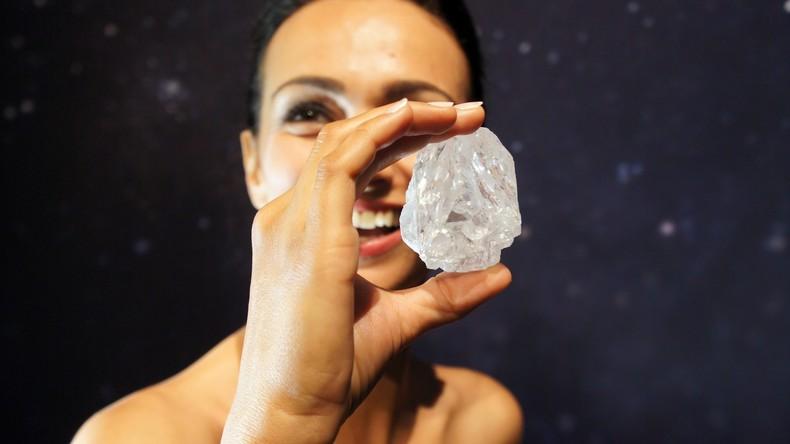 Fast so groß wie Tennisball: 1.109-Karat-Diamant für fast 50 Millionen Euro verkauft [VIDEO]